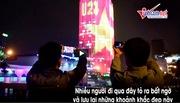Tòa cao ốc phủ đèn cờ Việt Nam cổ vũ U23