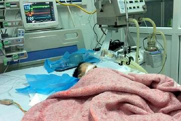 Bé gái Hà Nội bị tiêm nhầm thuốc có dấu hiệu chết não
