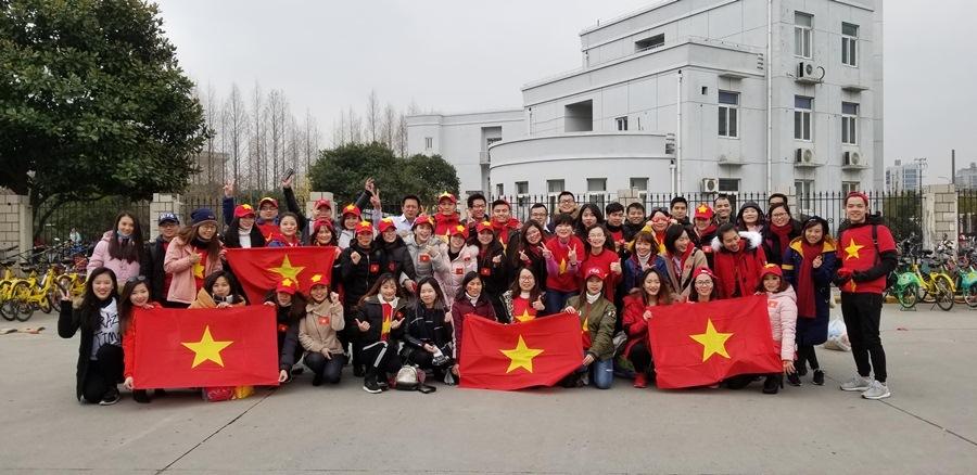 CĐV đổ bộ Thường Châu tiếp lửa thầy trò HLV Park Hang Seo