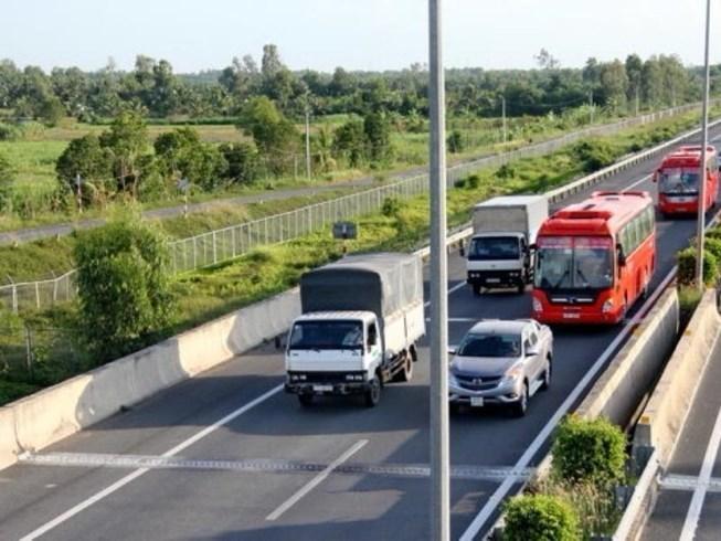 Lái ô tô, giữ khoảng cách an toàn sao cho đúng luật?