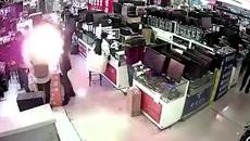 Pin điện thoại nổ 'bay mặt' người đàn ông cắn thử