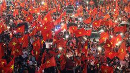 U23 Việt Nam: Vỡ òa chiến thắng, biển người xuống đường ăn mừng