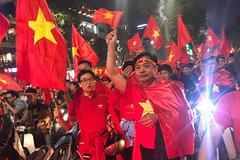 U23 Việt Nam chiến thắng: Thủ tướng tim lâng lâng, Phó Thủ tướng xuống đường