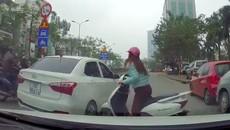 """Từ chuyện """"Ninja Lead"""" cố húc hông ô tô để sang đường, chuyên gia giao thông nói gì?"""
