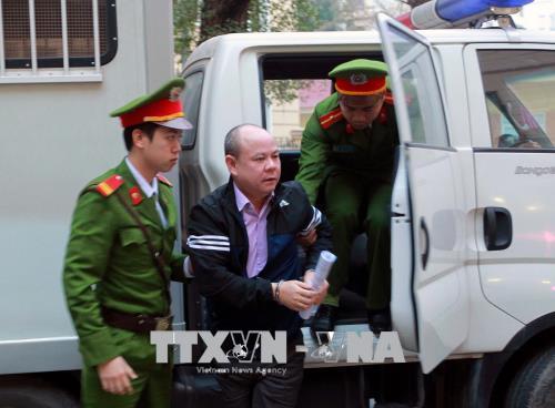 Xử em trai ông Đinh La Thăng, Trịnh Xuân Thanh: Dẫn giải bị cáo đến tòa