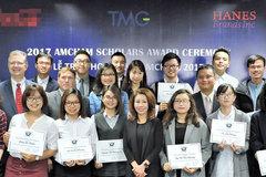 20 sinh viên xuất sắc của Hà Nội nhận học bổng AmCham Scholars