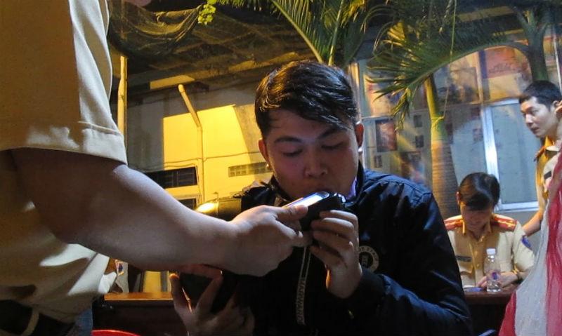 Xử phạt hàng trăm người quá khích trong đêm chiến thắng của U23 VN