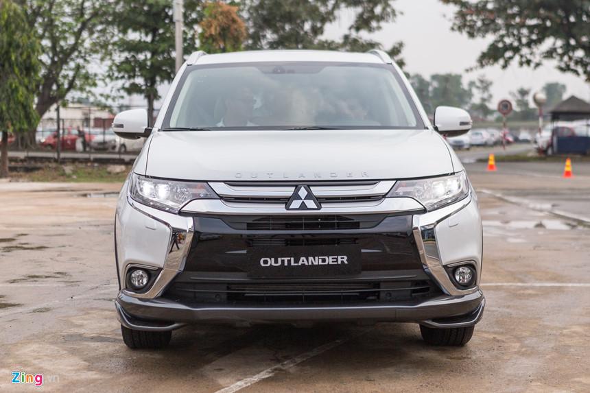 Ô tô Mitsubishi Outlander giảm 200 triệu, Isuzu giảm 114 triệu