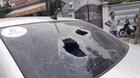 Người đàn ông đập phá ô tô sau va chạm giao thông