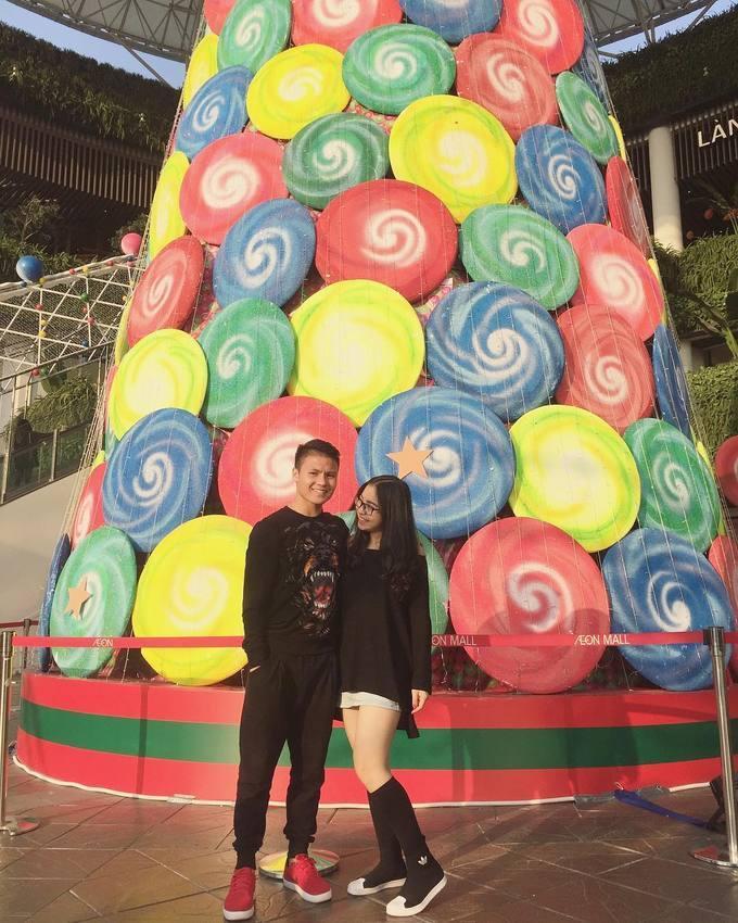 Thời trang của Quang Hải U23 Việt Nam và bạn gái học nghệ thuật