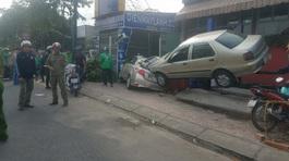 Ô tô 4 chỗ bẹp dúm khi 'bay' vào gara ở Sài Gòn