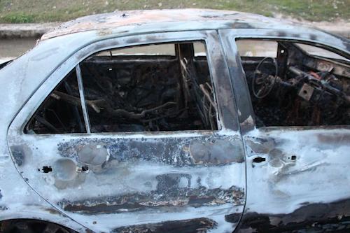 Đang lưu thông, xế hộp bất ngờ bốc cháy ngùn ngụt