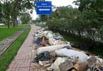 Rác tràn ngập ở cửa ngõ Tân Sơn Nhất, dân Sài Gòn 'lãnh đủ'