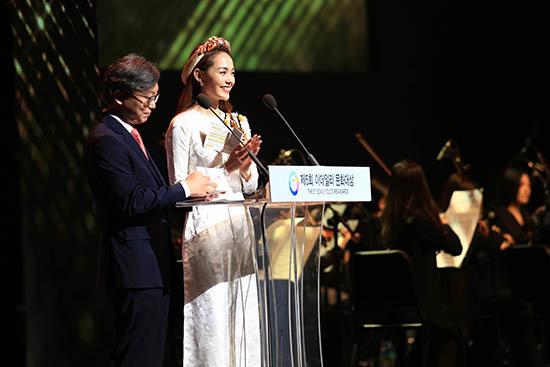 Minh Hằng nhí nhảnh tập nói tiếng Hàn giữa dàn sao xứ Kim Chi