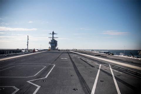 Bong tàu USS Gerald R. Ford