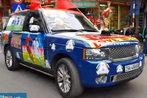 Chiếc Range Rover hạng sang cổ vũ U23 Việt Nam gây xôn xao góc phố