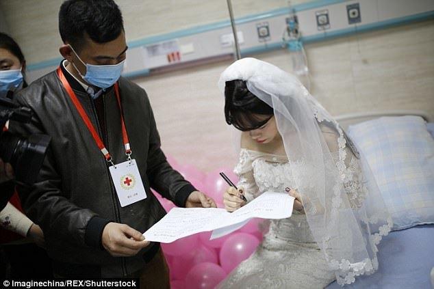 Đám cưới không chú rể của cô gái bị ung thư máu