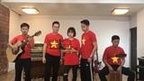 """Ban nhạc hát """"Xinh tươi Việt Nam"""" cổ vũ cho đội tuyển bóng đá U23 Việt Nam"""