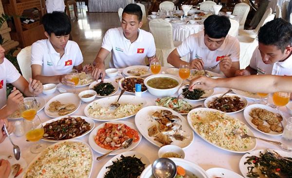 U23 Việt Nam, HLV Park Hang Seo, U23 châu Á, bóng đá Việt Nam, đau dạ dày