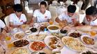 Vì sao HLV Park cấm U23 Việt Nam vừa ăn vừa dùng điện thoại?