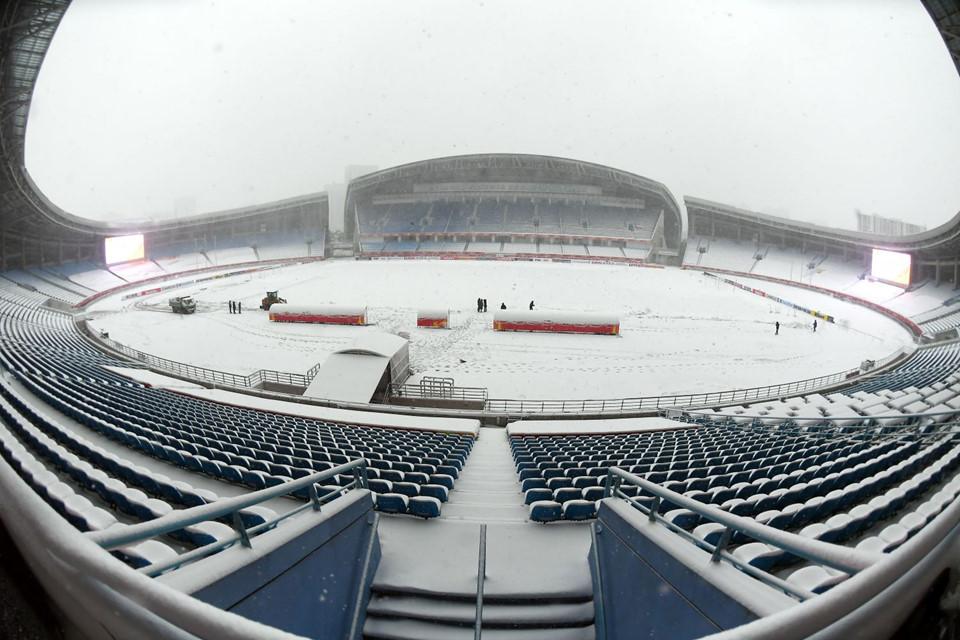 Bất chấp mưa tuyết, nhiều trận bóng vẫn diễn ra bình thường
