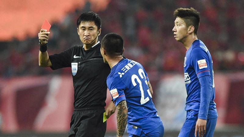 Trọng tài chung kết U23 Việt Nam vs U23 Uzbekistan: Vua thẻ phạt