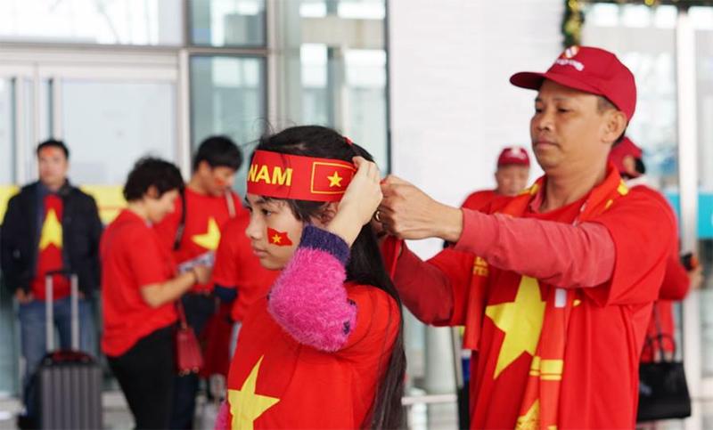 Hàng ngàn cổ động viên đổ sang Trung Quốc cổ vũ U23 Việt Nam