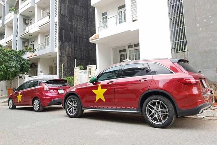 Đua nhau trang trí ô tô cổ vũ U23 Việt Nam