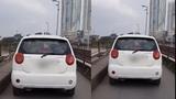 Ô tô thản nhiên đi trên cầu Long Biên