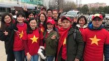 Chuẩn 'sếp soái ca' của năm: Bao trọn gói nhân viên đi TQ cổ vũ U23
