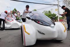 Sinh viên chế tạo xe 4 bánh chạy 200 km với một lít xăng