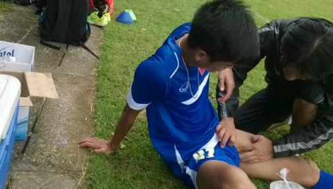 Nam thanh niên bị dập tinh hoàn trong lúc đá bóng