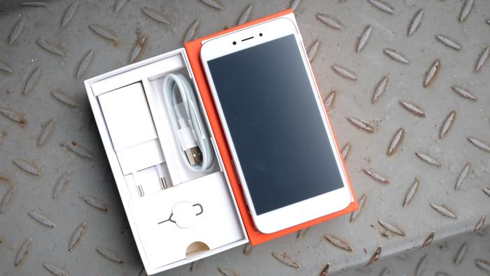 Mở hộp Xiaomi Redmi 5A: Mẫu smartphone rẻ nhất thị trường Việt Nam
