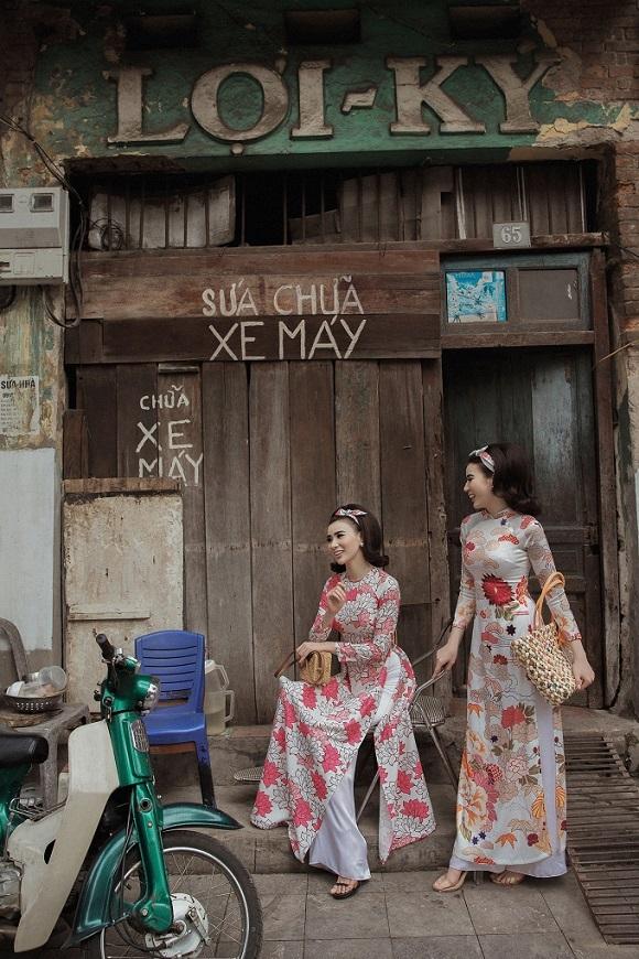 Cặp mẫu song sinh hoá thân thành 'Cô Ba Sài Gòn'