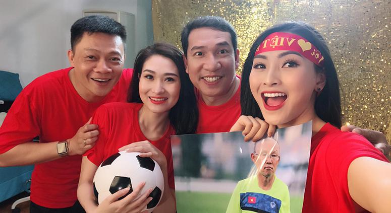 """50 hoa hậu, MC, ca sĩ… hát """"Tôi yêu bóng đá"""" tặng U23 Việt Nam"""