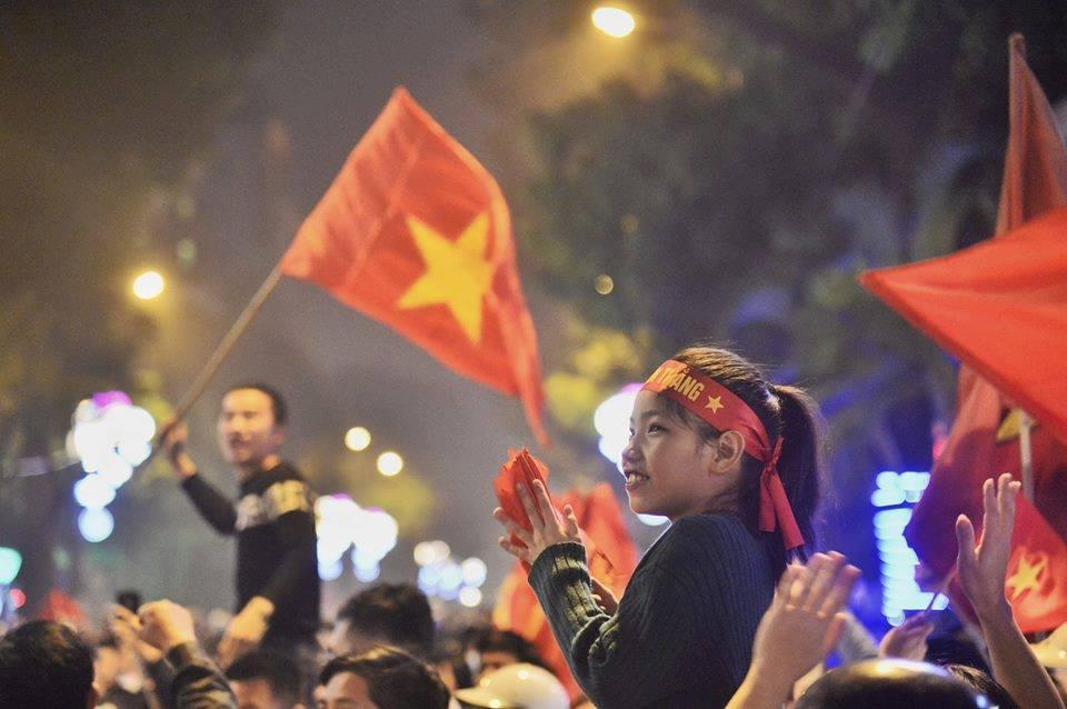 Chẳng ai bảo ai, cả lớp con đều viết 'Việt Nam chiến thắng'