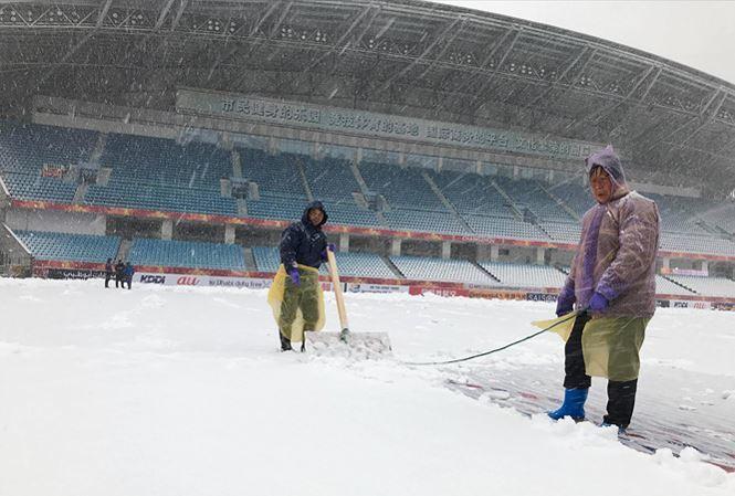 Đá dưới mưa tuyết, U23 Việt Nam đối mặt những rắc rối nào?