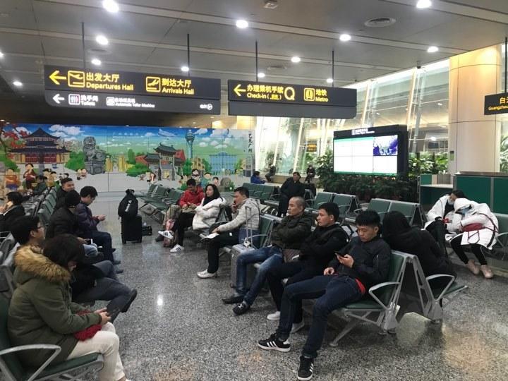 Cổ động viên U23 Việt Nam mắc kẹt ở Quảng Châu