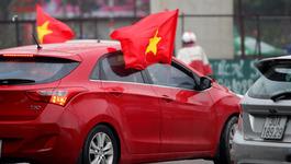 Hà Nội: Xế hộp rực cờ đỏ sao vàng cổ vũ U23 Việt Nam