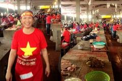 Cổ động viên nhuộm đỏ chợ ủng hộ U23 Việt Nam