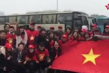 Khí thế hừng hực của cổ động viên U23 Việt Nam dưới tuyết Thường Châu