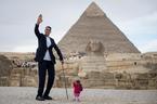 Người đàn ông cao nhất gặp người phụ nữ thấp nhất thế giới