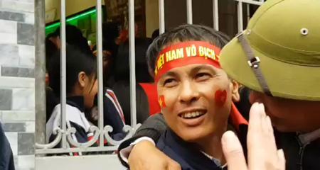 Bố Quang Hải sau bàn gỡ hòa