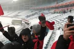 Clip: CĐV trên sân Thường Châu vỡ òa khi Quang Hải ghi bàn