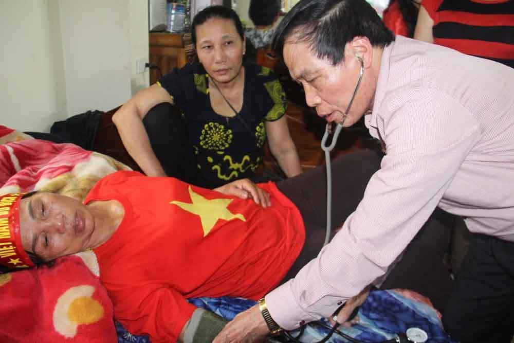 Bố Quang Hải hạnh phúc sau bàn gỡ hoà của con trai