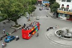 Xe buýt hai tầng đón U23 Việt Nam tại sân bay Nội Bài