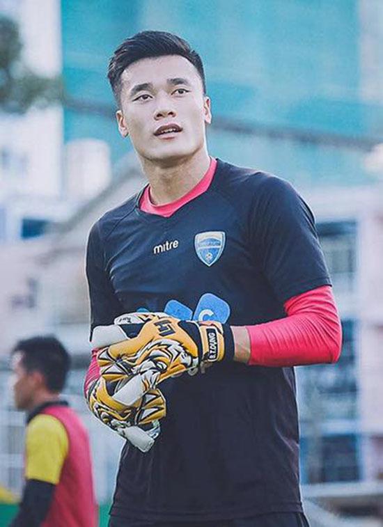 Trấn Thành muốn gả em gái cho cầu thủ Quang Hải