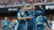Ronaldo lập kỷ lục, Zidane tạm thoát án sa thải