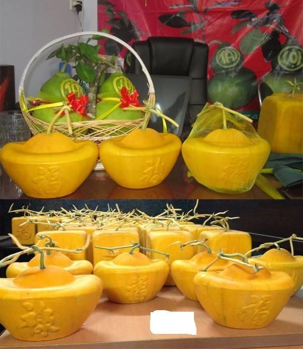 Hoa quả độc lạ Tết 2018: Bưởi thỏi vàng 2 triệu/cặp, dưa hấu vuông 3,5 triệu
