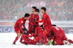 Trong tuyết, 11 chàng trai như những ngọn lửa làm tan chảy trái tim chúng ta